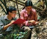 Marta Bernardes und Cuong The Pham während ihrer Untersuchungen im Naturschutzgebiet Tay Yen Tu im Jahr 2010; Foto: D. Karbe